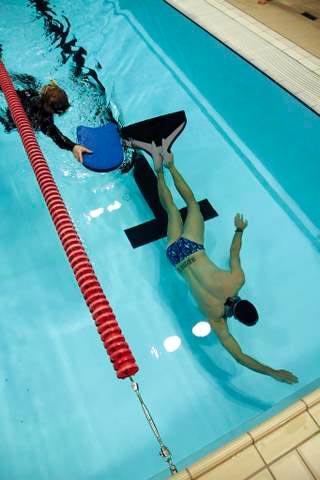 Sikkerheds dykker ved dynamisk dyk med monofinne